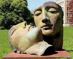 """""""Hermanos"""" sculptutes by Igor Mitoraj."""