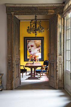 Pucker up buttercup. Interior Design Vignette, Home Goods Decor, Famous Art, Inspirational Wall Art, Modern Sculpture, Beautiful Interiors, Modern Interiors, Art Of Living, Elle Decor