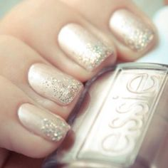 Champagne sparkle nails are perfect for New Year's Eve