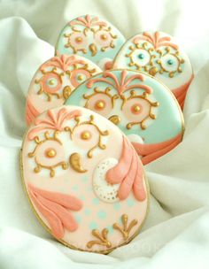 Owl Egg by Honeycat Cookies via Julia Usher's Cookie Connection No Egg Cookies, Fancy Cookies, Iced Cookies, Cute Cookies, Easter Cookies, Royal Icing Cookies, Cupcake Cookies, Owl Sugar Cookies, Order Cookies
