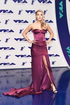 Alissa Violet attends the 2017 MTV Video Music Awards at The Forum on August 2017 in Inglewood, California. Paris Jackson, Violet Dresses, Purple Dress, Hailey Baldwin, Vanessa Hudgens, Evening Dresses, Prom Dresses, Formal Dresses, Celebrity Red Carpet