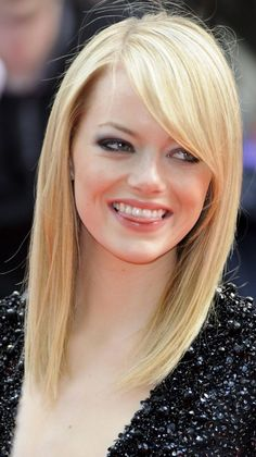 Straight Blonde Hairstyles with Side Bangs For Round Faces