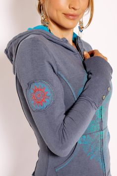 Organic Hoodie and most other Green Apple Organic Yoga Clothing at DownDog Boutique! Estilo Fashion, Yoga Wear, Yoga Fashion, Workout Wear, Yoga Inspiration, Fun Workouts, Cute Outfits, Yoga Outfits, Yoga Fitness