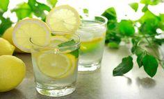 Come in molti sostengono,le cose semplici sono le più genuine. È il caso dell'acqua e limone, una bevanda semplice, rinfrescante e che fa tornare in mente i caldi pomeriggi estivi. Questo semplice mix, però, non è solo dissetante, ma apporta numerosi benefici al nostro organismo se assunto nel momento giusto. Bere un bicchiere di acqua e limoneprima di andare a dormirepuò essere un toccasana per il nostro corpo e la nostra salute. Eccone gli effetti e i vantaggi. Le proprietà del limone I…