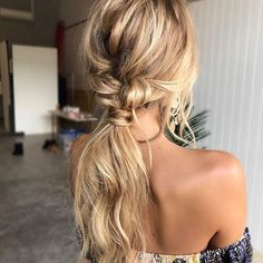 T E X T U R E D • P O N Y T A I L  #texturedponytail #ponytail #ponytails #hairstyles #bohohair