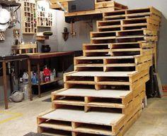 Wooden Pallet Staircase Primitive Decorating Idea,