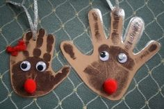 Reindeer handprint ornaments - Great pre-Christmas craft to do with the kids! Preschool Christmas, Christmas Crafts For Kids, Christmas Activities, Christmas Art, Christmas Projects, Preschool Crafts, Christmas Themes, Holiday Crafts, Holiday Fun