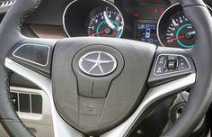 Logo JAC - Embora não exista uma versão oficial, existem teorias de que o símbolo seria inspirado nos logos da Chrysler e da Mercedes-Benz.