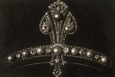 Clear image of a Pearl and diamond diadem, designed by Aug. F. van Kempen, 1918, photographer: C. J. Hofker
