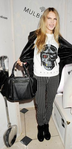 Cara Delevingne loves Mulberry bags