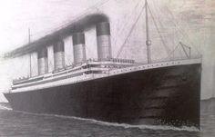 Titanic na mori. Titanic on the sea.