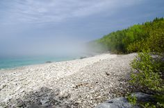 White shell beach on the Bruce Trail in Bruce Peninsula NP, Ontario Canada Trip, Visit Canada, Canada Travel, Tobermory Ontario, 7 Continents, Shell Beach, Camping Spots, Turquoise Water, Outdoor Activities