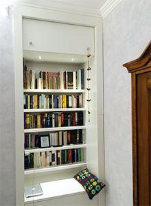 Librerie A Muro Su Misura.Una Libreria Ricavata Da Una Nicchia Nel Muro Librerie Su Misura