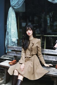 daily 2019 feminine& classy look Long Boots, How To Look Classy, Asian Woman, Fashion Boots, Autumn Winter Fashion, Korean Fashion, Cute Girls, Fashion Online, Cool Outfits