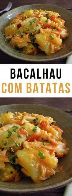 Bacalhau com batatas | Food From Portugal. Esta receita de bacalhau com batatas é deliciosa e muito simples de preparar! Se gosta de bacalhau e quer preparar uma refeição que não dê muito trabalho esta é sem dúvida a receita indicada para si! #receita #bacalhau