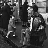 Humanist Street Photography of Sabine Weiss