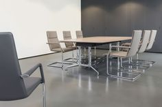 Brunner fina conference table with fina soft cantilever chair with wide arm-rests http://www.brunner-group.com/en/products/products-alphabetically/finasoft.html