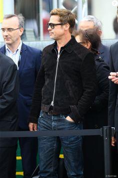PHOTOS - Brad Pitt - Les stars du cinéma aux 24 heures du Mans le 18 juin 2016 Brad And Angie, Brad And Angelina, Brad Pitt Style, Bradd Pitt, Brad Pitt Haircut, Le Mans, Moda Casual, Men Looks, Hot Boys