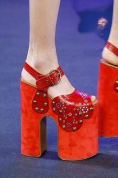 Handbags trends marc jacobs Marc Jacobs Spring 2017 Ready-to-Wear Fashion Show Details Fashion Week, Love Fashion, Fashion Shoes, High Fashion, Red Shoes, Cute Shoes, Flat Shoes, Marc Jacobs, Vogue