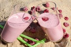 Raspberry Smoothie Without Yogurt Recipe - Smoothies are healthy and anyone can take it anytime. I love to have my smoothie in morning or evening time on all weather. Fruit Parfait, Protein Smoothie Recipes, Smoothie Ingredients, Protein Lunch, Smoothie Without Yogurt, Best Protein Shakes, Unsweetened Coconut Milk, Raspberry Smoothie, Meal Replacement Shakes