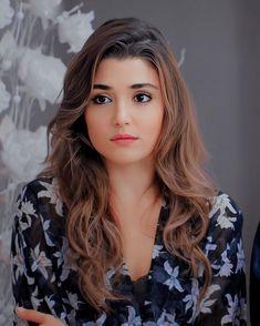 GetPics: (Hande Ercel) Cute Hayat Full Biography And Best Photos Beauty Full Girl, Cute Beauty, Beauty Women, Most Beautiful Faces, Beautiful Celebrities, Beautiful Actresses, Gorgeous Teen, Beautiful Girl Image, Turkish Beauty