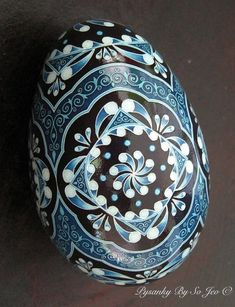 Im seriously considering this pattern for a wrist/forearm tattoo. you guys know how I am about my eggs! China Blues Pysanka Batik Egg Art Pysanky by So Jeo Egg Crafts, Easter Crafts, Incredible Eggs, Carved Eggs, Easter Egg Designs, Ukrainian Easter Eggs, Faberge Eggs, Egg Art, Blue China