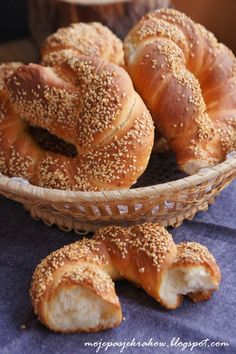 moje pasje: Simit - tureckie bajgle Bread Rolls, Greek Recipes, Doughnut, Food And Drink, Favorite Recipes, Cookies, Baking, Cake, Blog