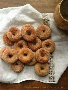 Baked Cinnamon-Sugar mini Doughnuts from @Valerie Avlo  une gamine ;)