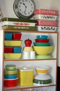 Full-size PYREX (not tutorial) - a must for my '50s kitchen. I bought a set of small measuring spoons and will use these to mold a set of dishes like those on the top shelf (yellow/green/red/blue) | Source: Apartment Therapy