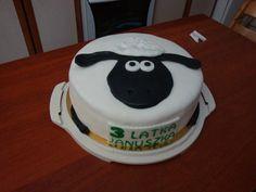 Shaun the sheep fondant cake