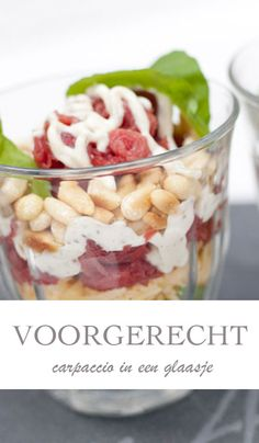 Recept voor Carpaccio in een glaasje - AllinMam.com Diner Recipes, Cooking Recipes, Good Food, Yummy Food, Sandwiches, Chips, Christmas Cooking, High Tea, Yummy Drinks