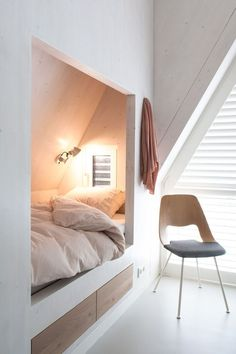 Cozy little bed nook like in my dad's childhood home in Holland. Interieur Plus - Waddeneiland Home Bedroom, Bedroom Decor, Box Room Bedroom Ideas, Master Bedroom, Bedroom Lighting, Attic Bedrooms, Ikea Bedroom, Master Suite, Bed Nook