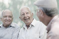 Trotz der zurzeit erfreulichen Meldung über eine Rentenanhebung, im Jahr 2015, bei der gesetzlichen Rentenversicherung, sollten Sie sich nicht über die Tatsachen hinweg täuschen lassen, dass das Risiko der Altersarmut damit gebannt wäre. Besteuerungsgrenzen und Freibeträge sinken bei den Altersbezügen dennoch weiter. Steigende Lebenshaltungskosten, insbesondere bei Lebensmitteln und vor allem bei den Energiekosten,