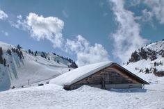 Selbstversorgerhütte in der Schweiz in der Winterlandschaft. Kind Und Kegel, Winter Wonderland, Skiing, Snow, World, Kids, Outdoor, Future, Winter Landscape