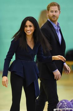 It's been an eventful month for the Duke and Duchess of Sussex. On Monday, Meghan Markle and Prince Harry participated in a game of netball to support Coach Core, an organization started by the Royal Foundation. According to the Royal Foundation's… Prinz Harry Meghan Markle, Harry And Megan Markle, Meghan Markle Prince Harry, Prince Harry And Megan, Harry And Meghan, Estilo Meghan Markle, Meghan Markle Stil, Adele, Meghan Markle Outfits
