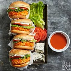 What do you get when you combine buffalo chicken with ciabatta buns? Buffalo chicken burgers, of course! To make your buffalo burgers a little healthier, be sure to top them with fresh lettuce and tomato slices. Buffalo Chicken Burgers, Buffalo Chicken Recipes, Turkey Burgers, Veggie Burgers, Easy Skillet Meals, Easy Meals, Skillet Recipes, Skillet Cooking, Cooking Turkey