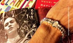 Pulsera con cristal con doble paso y cubos de zamak bañados en plata. Tienda de abalorios, vendemos `material, damos ideas. www.unlugarenelmundobypaula.com