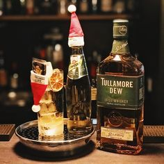 40 ml Tullamore Dew a little lime squize Filler: Ginger Ale dried lime wheel Glas: Highball Irish Whiskey, Ginger Ale, Whiskey Bottle, Drinking, Lime, Canning, School, Corning Glass, Beverage