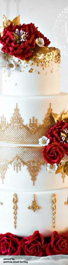 luxurious wedding cakd