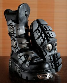 New Rock platform boots SUKLL Ghost Rider Studs Gothic Scene chunky boots cosplay boots moto scene is part of Goth boots Dark Silver leather zippers super comfy leather interior (COMFORT PLUS SYSTEM - Ghost Rider, Airsoft Girls, New Rock Boots, Metal Skull, Cosplay Boots, Tactical Clothing, Tactical Pants, Cyberpunk Fashion, Chunky Boots