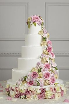 This week Simply Bows and Chair Covers are delighted to give you a sneek peek into the fabulous cake-tastic world of Peggy Porschen Cakes . Wedding Cake Roses, Amazing Wedding Cakes, Rose Wedding, Amazing Cakes, Floral Wedding, Purple Wedding, Spring Wedding, Dream Wedding, Wedding Vintage