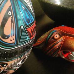 #MataOrtiz #Chihuahua y #SanMartinTicajete #Oaxaca a unos centímetros de distancia. #Artesania #Artesanía #HecheenMexico #HechoenMéxico #MadeinMexico #HandMade #HechoaMano #ArtesaniaMexicana #Mexico #DF #CDMX #Tilcajete #Paquime #Paquimé #Madera #Ceramica #Pottery #Pot #Jaguar #Vasija #Vessel #Olla #Color #Picoftheday por estilomexicano en Instagram http://ift.tt/1LAjIuZ #navitips