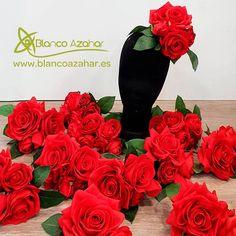 """47 Me gusta, 3 comentarios - Blanco Azahar (@blancoazahar) en Instagram: """"Flores de Flamenca de #BlancoAzahar que lucieron las modelos de la colección #OMNIUM del diseñador…"""" Rose, Plants, Instagram, Templates, Orange Blossom, Flamingo, Flowers, Pink, Plant"""