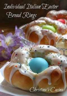 Easy Step by Step Directions Easter traditions Individual Italian Easter Bread Rings.Easy Step by Step Directions Easter Bread Recipe, Easter Recipes, Holiday Recipes, Dessert Recipes, Recipes Dinner, Dinner Menu, Dinner Ideas, Easter Desserts, Easter Cupcakes