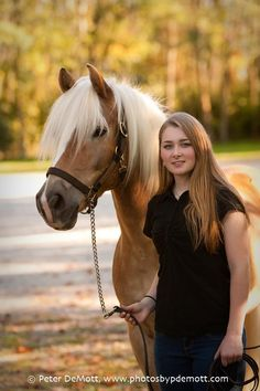 Dana and her haflinger (Dayton senior portrait photographer) Senior portrait pose, Senior pictures, graduation pictures, Outdoor senior portraits. http://www.photosbypdemott.com