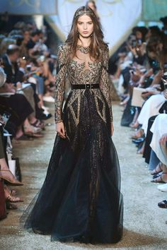 Elie Saab draws inspiration from medieval royalty for winter couture 2018 - Michelle Gaines Stunning Dresses, Pretty Dresses, Beautiful Outfits, Fashion Mode, Runway Fashion, Fashion Show, Couture Dresses, Fashion Dresses, Fantasy Dress