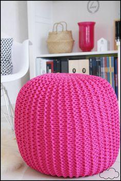 Pouf En Crochet, Diy Pouf, Small Blankets, Pouf Ottoman, Crochet For Beginners, Learn To Crochet, Scandinavian Style, Knitting Yarn, Lana