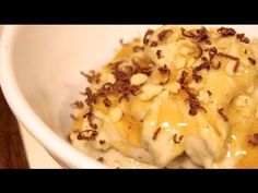 Banana Ice Cream!!! Why didn't I think of this earlier??? Anyways, the guy doing this video also has some other darn-good looking recipes. Clean Eating Desserts, Low Carb Desserts, Vegan Desserts, Eating Healthy, Vegan Vitamix Recipes, Homemade Frozen Yogurt, Banana Ice Cream, Food Hacks, Food Tips