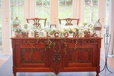 * *WEDDING REPORT.45 ◌︎⑅⃝︎●︎♡︎⋆︎♡⃝︎ ˻˳˯ₑ♡⃝︎⋆︎●︎♡︎⑅⃝︎◌︎ . . メインテーブル . 高砂はこんな感じです! お花は、各テーブルと一緒でかすみ草・マトリカリア・ブルゴーニュです。 . ワイヤープランツを垂らしてもらいました!! ウェルカムの文字はお花屋さんのものです。お花屋さんを決めるフェアの時に、見かけてて、可愛いなって思ってたので入れてもらうことにしました! . . このメインのテーブルがすっごくオシャレでこれだけで存在感がめちゃくちゃあるので、これぐらいシンプルにしてもらって私はちょーどよかったです♡イメージ通りでした*.(๓´͈ ˘ `͈๓).*♡♡♡♡♡ . #プレ花嫁 #結婚式 #ナチュラルウェディング #メインテーブル #高砂 #結婚式レポート #結婚式レポ #プレ花嫁卒業 #花嫁卒業 #卒花嫁 #装花