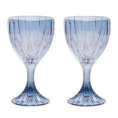 Evoking the luxe elegance of antique wine goblets with a distinctly contemporary flair is the purpose of this alluring glass set of two wine glasses. Southern Wine And Spirits, Blue Wine Glasses, Wine Guide, Wine Bottle Holders, Wine Cabinets, Wine Goblets, The Prestige, Antiques, Tableware